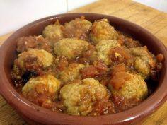 Albóndigas de choco Spanish Kitchen, Spanish Tapas, Spanish Food, Spanish Recipes, Breakfast Lunch Dinner, Dessert For Dinner, Breakfast Recipes, Cooking Recipes, Healthy Recipes