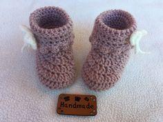 Chaussons bottines bebe de 0 à 3 mois via Filbois. Click on the image to 953c89573c2