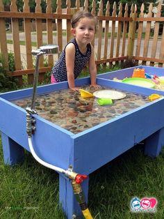 table hookah sand u. Agua en una piscina (y piedras) (pin . Kids Outdoor Play Equipment, Outdoor Toys For Kids, Backyard For Kids, Backyard Playground, Playground Ideas, Kids Play Spaces, Kids Play Area, Play Areas, Diy Tumblr