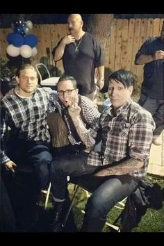 SOA, Charlie Hunnam, Marilyn Manson, and Kurt Sutter. Marilyn Manson, Soa Cast, Sons Of Anarchy Samcro, Sons Of Anarchy Motorcycles, Ryan Hurst, Charlie Hunnam Soa, Jax Teller, Great Tv Shows, Karl Urban