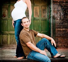 Repinning because it's  similar to one of our engagement photo poses