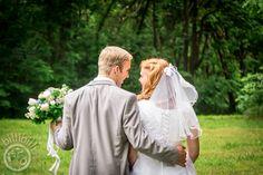 Weeping willow couple #bride #groom #Arkansaswedding #NWA #photographer www.billibilli.com Weeping Willow, Southern Weddings, Arkansas, Bride Groom, Summer Wedding, Couple Photos, Couples, Wedding Dresses, Photography