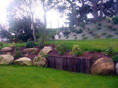 r ussir l am nagement de jardin les 19 l ments de base jardin en pente sout nement et muret. Black Bedroom Furniture Sets. Home Design Ideas