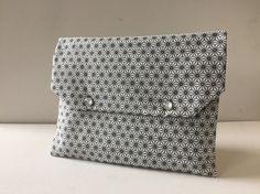 Pochette chic motif japonais blanc gris et noir intérieur plastifié : Sacs à main par only-by-elise