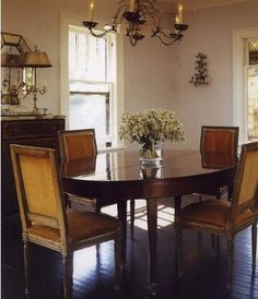 Avery elegant and also very relaxing and inviting dining room in Sagaponack, NY...www.sydneymaag.com