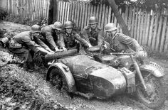 BMW 'German heavy army motorcycle stuck off-road , USSR 1941 Mg34, Ural Motorcycle, Germany Ww2, Man Of War, War Photography, Classic Bikes, German Army, Panzer, Historical Pictures