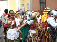 Dancing Girls in Traditional Costumes    Fun and dancing is the order of the day at the Romería de San Isidro Labrador and Santa María de La Cabeza in La Orotava