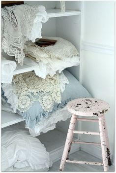gsfrenchshabbylife:  lovely linens…my weakness…lol!