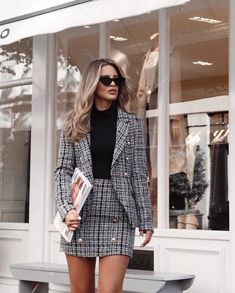 25 Women's Blazer Outfit Ideas To Conquer Everything Blazer outfits. 25 Women's Blazer Outfit Ideas To Conquer Everything Blazer outfits are arguably the best work outfits. So we've rounded up 25 Women's Blazer Outfit Ideas To Conquer Everything. Blazer Outfits Casual, Outfit Chic, Blazer Outfits For Women, Business Casual Outfits, Tweed Blazer Outfit, Woman Outfits, Womens Blazer Fashion, Outfits With White Blazer, Work Outfits For Women