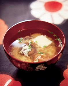 Kakitama Jiru is the Japanese version of egg drop soup. The ingredients list to make this soup is really short: egg, dashi, soy sauce, ginger, potato starch, and some greens like chopped scallions, or if you have access to it, trefoil.