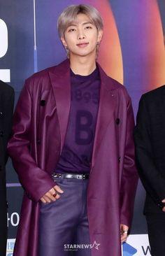 Media photos BTS at the SBS Gayo Daejeon Photowall Live - line Kim Namjoon, Kim Taehyung, Jung Hoseok, Seokjin, Park Ji Min, Foto Bts, K Pop, Mixtape, Jeans Y Converse