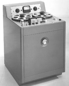 Ampex 300 Tape Machine - www.remix-numerisation.fr - Rendez vos souvenirs durables ! - Sauvegarde - Transfert - Copie - Restauration de bande magnétique Audio - MiniDisc - Cassette Audio et Cassette VHS - VHSC - SVHSC - Video8 - Hi8 - Digital8 - MiniDv - Laserdisc