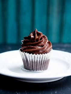 FUDGY DARK CHOCOLATE FROSTING- Turn fruit into a decadent frosting no ...
