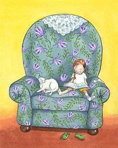 Niña leyendo. Sofá y gatito.