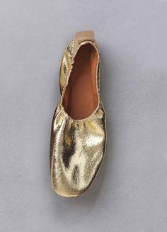 Céline soft ballerina in gold metallic suede calfskin Ballerina Shoes, Ballet Shoes, Dance Shoes, Ballerina Gold, Gold Pumps, Gold Shoes, Buy Shoes, Me Too Shoes, Celine
