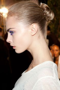 Find images and videos about model, cara delevingne and blue mascara on We Heart It - the app to get lost in what you love. Girl Side Profile, Face Profile, Female Side Profile, Cara Delevingne, Girl Face, Woman Face, Side View Of Face, Purple Mascara, Ballerina