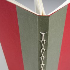 absolutely love this 2-section book binding... no link, no instruction... gonna have to figure this one out.