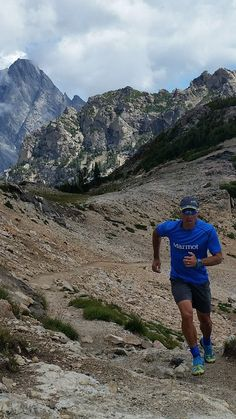 Great weather continues in the Tetons for Marmot Athlete Eric Orton as he heads up Paintbrush Divide, #trainingfortheadventure in the Windridge Tee.