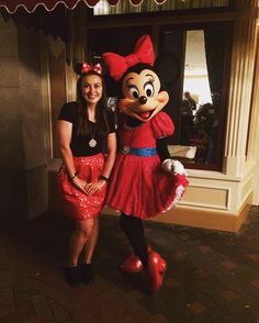 #minniemouse is a favorite of mine. She's so sweet and stylish. Plus she loved my sparkly skirt!  #disneylandatnight #disneyatnignt #disneyparks #disneygram #disneyland #disneyland60 #disney60 #diamondcelebration #mainstreetusa #montanatravels #embracethewanderlust #adventureisoutthere #disneybounding by montana_in_wanderlust