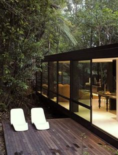 Portrayal of Hovering House Design in the Middle of Forest – Fresh and Relaxing