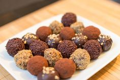 Claudias Rumkugeln - My list of simple and healthy recipes Candy Recipes, Sweet Recipes, Dog Food Recipes, Fruit Gums, Claudia S, Rum Balls, Dog Cakes, Dessert Drinks, No Bake Desserts