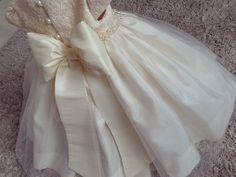 """36 curtidas, 5 comentários - O ateliê (@oatelie) no Instagram: """"Bom diia com a lembrança do sonho que foi esse vestido de princesa para o primeiro aninho da linda…"""""""