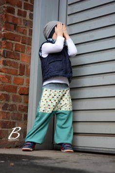 Der coole Dreiecks Jersey kommt von www.stoff.love Harem Pants, Pattern, Fashion, Cotton Textile, Triangles, Mosaics, Fresh, Sewing Patterns, Autumn