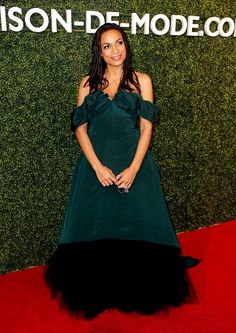 She looked amazing on the red carpet. Rosario Dawson, Fashion Events, School Fashion, Red Carpet, Runway, Formal Dresses, Stylish, How To Wear, Cat Walk