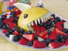 Melonen-Hai – Food And Drink Cute Food, Good Food, Fruit Creations, Food Art For Kids, Food Carving, Snacks Für Party, Food Platters, Food Decoration, Food Humor