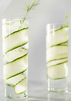 Gin and tonic recipes: 5 new, exciting combinations - The classic: gin and tonic with cucumber! The classic: gin and tonic with cucumber! Tonic Cocktails, Cocktail Drinks, Fizz Drinks, Cocktail Recipes Ginger Beer, Gin Recipes, Gin Und Tonic, Christmas Cocktail, Whiskey Ginger, Le Gin