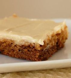 Gingerbread Bars with Cream Cheese Frosting;Cant wait to make! Just Desserts, Delicious Desserts, Dessert Recipes, Cake Recipes, Yummy Food, Yummy Eats, Healthy Food, Sweet Bar, Dessert Bars