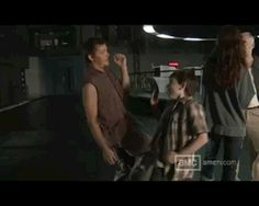 Awe look at Carl (Chandler Riggs) and Daryl (Norman Reedus) Carl The Walking Dead, Daryl Dixon Walking Dead, Walking Dead Funny, The Walking Dead 3, Norman Reedus, Chandler Riggs, Walking Dead Pictures, Dead Inside, Film Serie