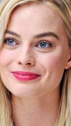 Downaload Margot Robbie, Blonde, smiling face wallpaper for screen Samsung Galaxy mini Neo, Alpha, Sony Xperia Compact ASUS Zenfone Atriz Margot Robbie, Margot Robbie Style, Margot Elise Robbie, Actress Margot Robbie, Margot Robbie Harley Quinn, Margot Robbie Photoshoot, Margrot Robbie, Harley Quinn Comic, Actrices Hollywood