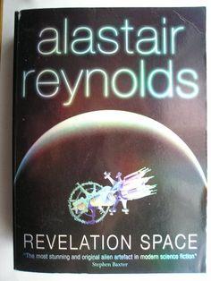 """Il romanzo """"Rivelazione"""" (""""Revelation Space"""") di Alastair Reynolds è stato pubblicato per la prima volta nel 2000. In Italia è stato pubblicato da Mondadori nei nn. 1550/1553 di """"Urania"""" nella traduzione di Riccardo Valla. Immagine di copertina di Richard Carr per un'edizione britannica. Clicca per leggere una recensione di questo romanzo!"""