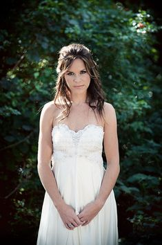 LOVE this wedding dress! So nice and simple :)