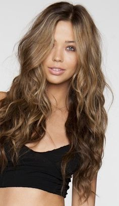 loose waves and pretty hair color