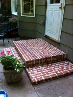 How to construct perfect DIY brick walls? Painted Concrete Floors, Stained Concrete, Painted Bricks, Brick Images, Brick Driveway, Brick Steps, Mexican Home Decor, Refinishing Hardwood Floors, Cement Crafts