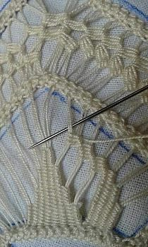 Hairpin lace plus needle weaving:This Pin was discovered by ЮлиHow to make Poncho for Kids / Crochet Poncho / Super Easy Woollen Poncho - By Arti Singh Hardanger Embroidery, Lace Embroidery, Embroidery Stitches, Embroidery Patterns, Crochet Stitches, Needle Tatting, Needle Lace, Bobbin Lace, Tatting Lace