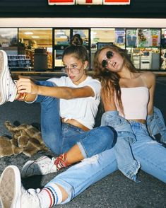 Summer Photoshoot jennxpaige ♔ Discover The Wonders Of A Tempurpedic Mattres Photos Bff, Best Friend Photos, Best Friend Goals, Cute Photos, Bff Pics, Best Friend Outfits, Shooting Photo Amis, Cute Friend Pictures, Couple Pictures