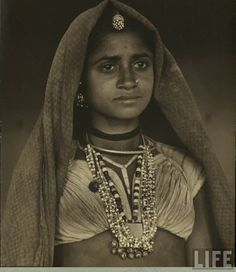 Old And Vintage Photographs Of Beautiful India - Hello Travel Buzz Jean Seberg, Vintage India, Patti Smith, Rita Hayworth, Brigitte Bardot, Grace Kelly, Estilo Beatnik, Vintage Photographs, Vintage Photos