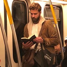 Book Aesthetic, Aesthetic Pictures, Hot Reading, Reading Books, Good Books, Books To Read, Guys Read, Man Images, Dream Guy
