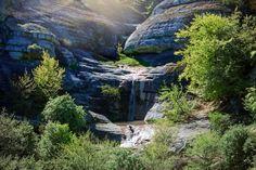 Водопад Джурла заметно отличается от других водопадов на Крымском полуострове. Состоя из череды водных порогов он образует каскад. Располагается водопад на высоте около 800 метров над уровнем моря. Высота самого водопада, в свою очередь, составляет около шести метров. К вод Waterfall, Mountains, Nature, Travel, Outdoor, Outdoors, Naturaleza, Trips, Traveling