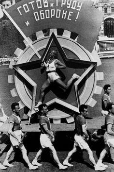 Живая эмблема ГТО, 1936 год
