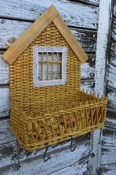 Плетение из газет Paper Basket Weaving, Willow Weaving, Newspaper Basket, Newspaper Crafts, Diy And Crafts, Arts And Crafts, Paper Furniture, Baskets On Wall, Diy Wall Art