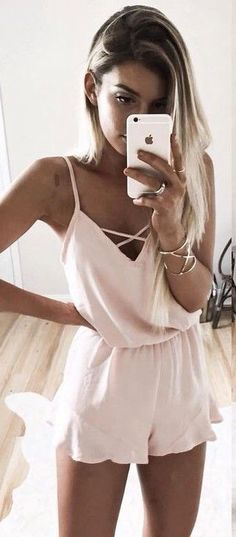 Shop for Rompers, Summer Outfits, Pink Romper Source:. Look Fashion, Teen Fashion, Fashion Outfits, Latest Fashion, Woman Outfits, Fashion Women, Fashion 2018, Fashion Trends, Fashion Inspiration