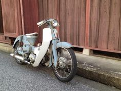 ✩ Check out this list of creative present ideas for beard lovers Honda Cub, Honda Bikes, Honda Motorcycles, Custom Moped, Custom Bikes, Cubs Pictures, Small Motorcycles, Build A Bike, Motor Scooters