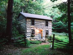 Small cabin in a forest Old Cabins, Cabins And Cottages, Cabins In The Woods, Rustic Cabins, Rustic Houses, Log Cabin Living, Log Cabin Homes, Cottage Homes, Cabana