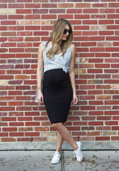 9c6dbab881e0 Loren Hamilton in our ultimate pencil skirt for pregnancy! Made of  sustainable materials! Casual Maternity DressSummer Maternity  FashionPregnancy ...