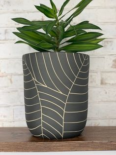 MADE TO ORDER - All black leaf carved large ceramic planter - modern wheel thrown pottery planter - modern ceramics - minimalist pottery Large Ceramic Planters, Backyard Planters, Polynesian Designs, White Planters, Wheel Thrown Pottery, Bubble Art, Black Leaves, White Clay, Modern Ceramics