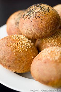 Lekkere broodjes gemaakt met de bloem van Aveve Frans krokant Diners, Hamburger, Breads, Rolls, Food, Kitchens, Restaurants, Bread Rolls, Eten